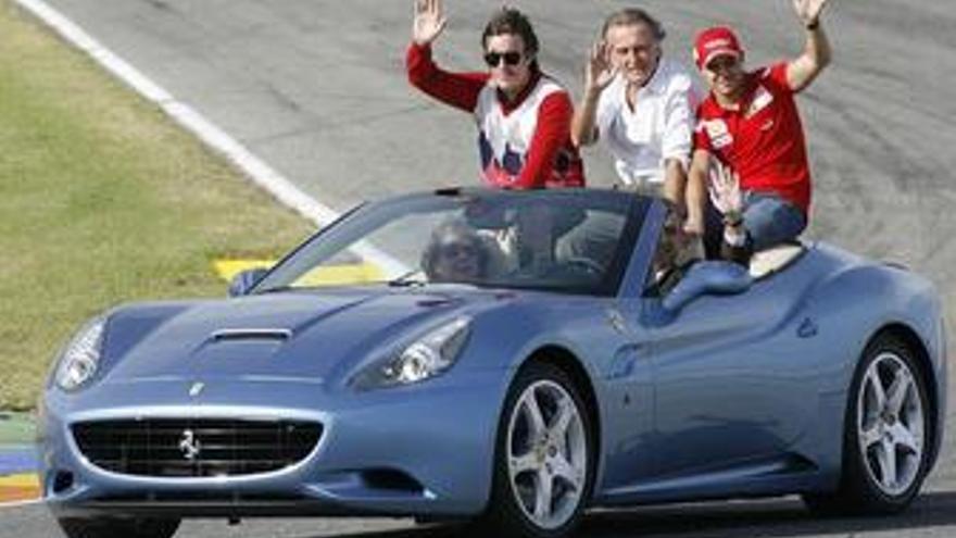 Camps, Rita Barberá y Alonso en presentación de Ferrari