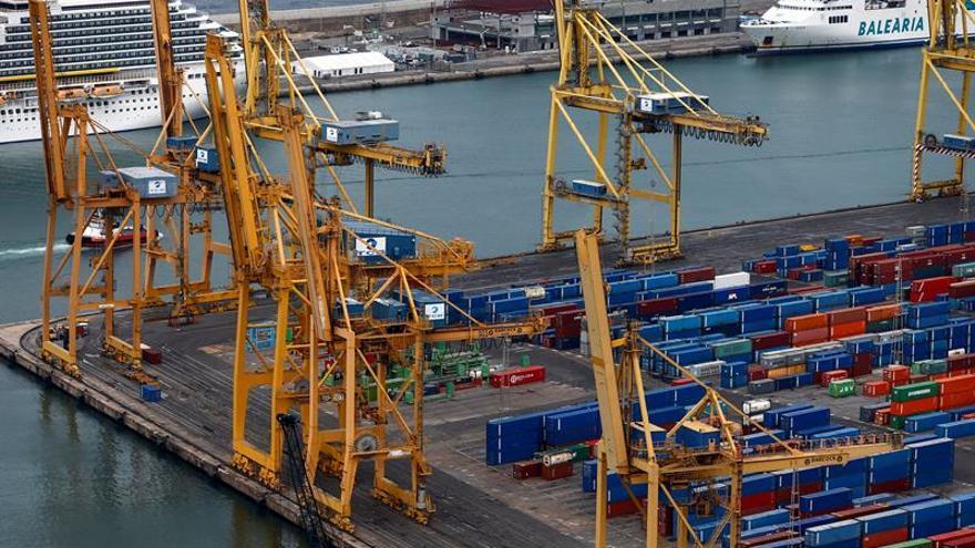 Estibadores de Barcelona y Tarragona no operarán barcos que alojan policías