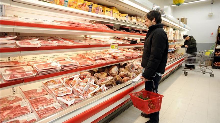 Los precios subieron en abril en EE.UU. pero la inflación interanual quedó en negativo