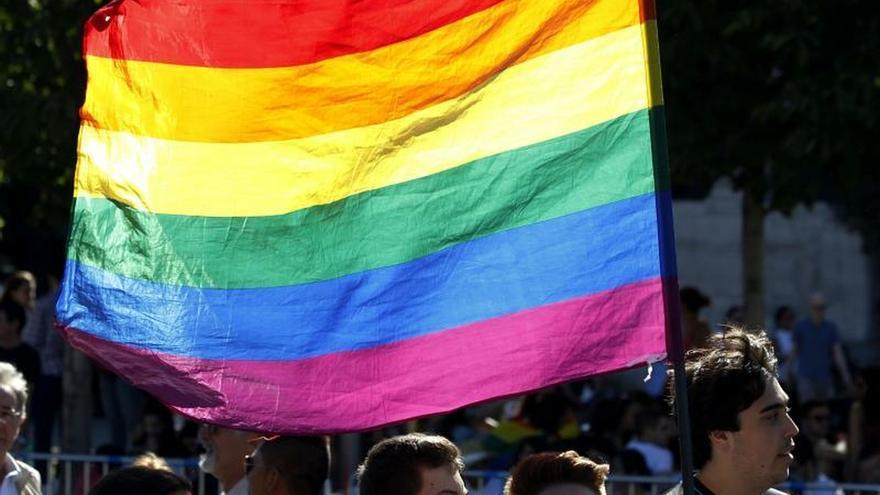 Denuncian la campaña en redes de Vox que mostraba batalla contra logos LGTBi