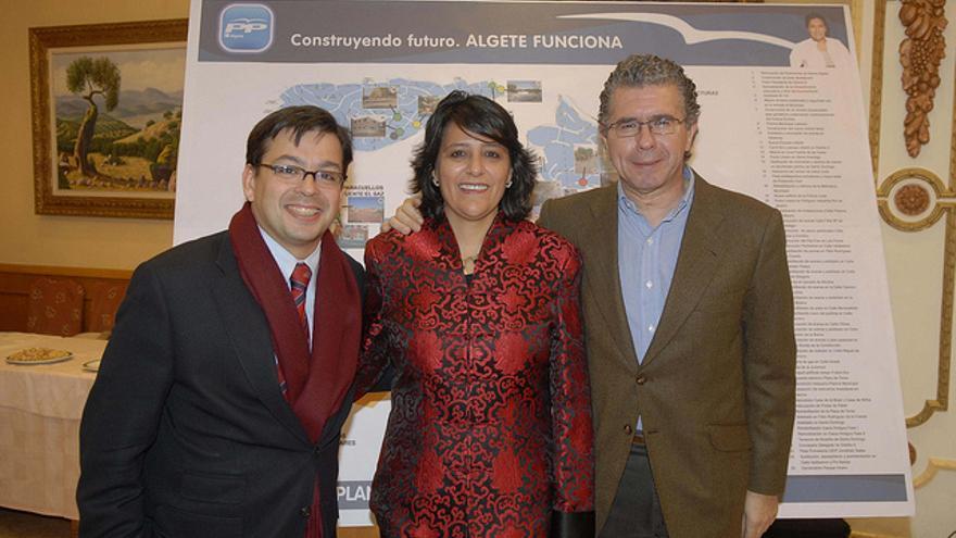 David Erguido posa junto a Francisco Granados y la ex alcaldesa de Algete, Inmmaculada Juárez.