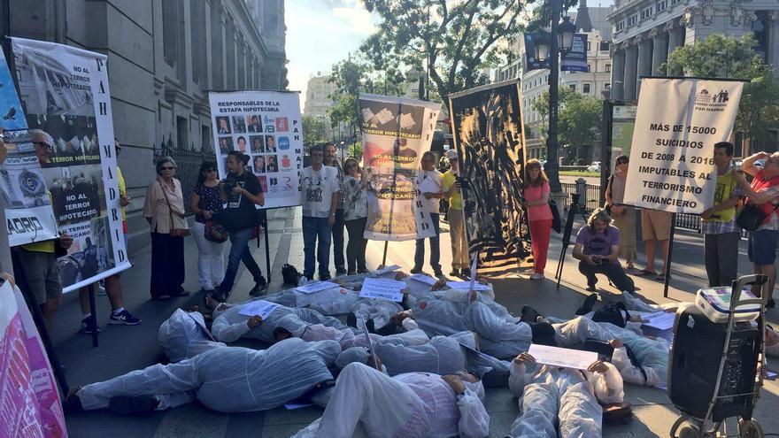 """Protesta de ATTAC ante el Banco de España contra """"los crímenes financieros"""" provocados por la crisis en el 10 aniversario de la quiebra de Lehman Brothers"""