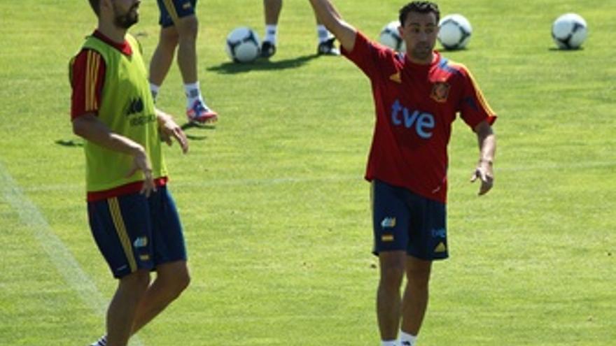 Gerard Pique Y Xavi Hernandez Entrenamiento Selección Española