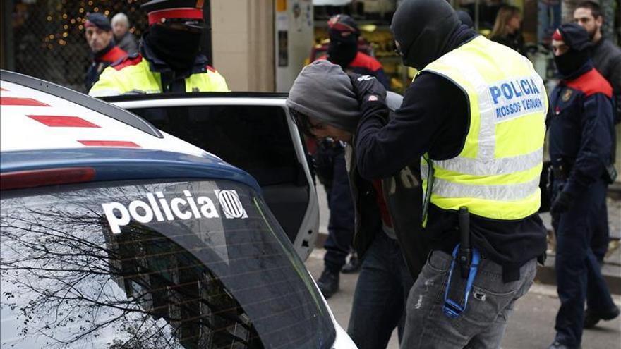 Los mossos identifican a 16 personas por los incidentes de la marcha alternativa
