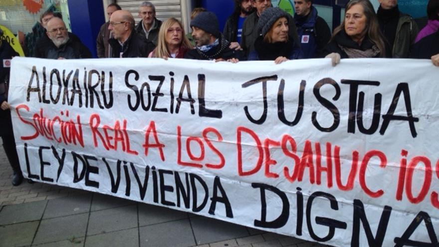 Protesta de Stop Desahucios en Vitoria.