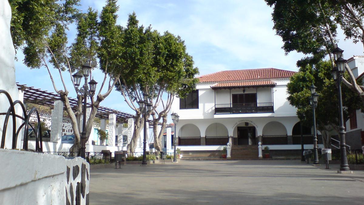 Alameda y casas consistoriales de la Vega de San Mateo, en Gran Canaria.