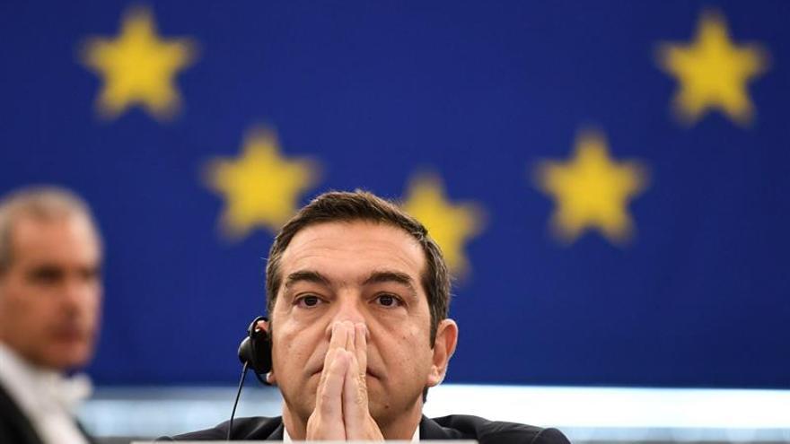 El primer ministro griego, Alexis Tsipras, se dispone a ofrecer un discurso durante el pleno en el Parlamento Europeo en Estrasburgo.