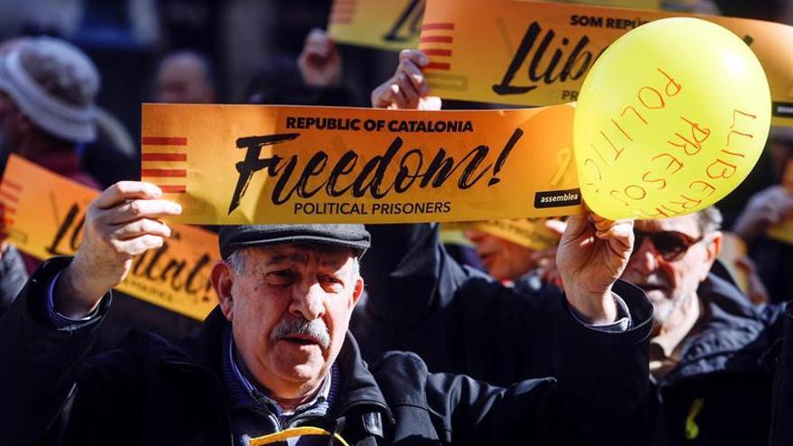 """Un centenar de manifestantes pide la """"libertad para los presos políticos"""" en Valencia"""