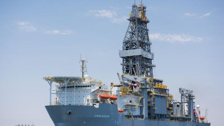 La plataforma petrolífera Atwood Achiever en su camino hacia las aguas del Sahara Occidental. Foto: WSRW.