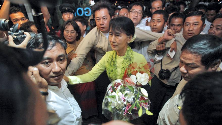Suu Kyi emprende viaje a EE.UU, donde se verá por primera vez con Obama