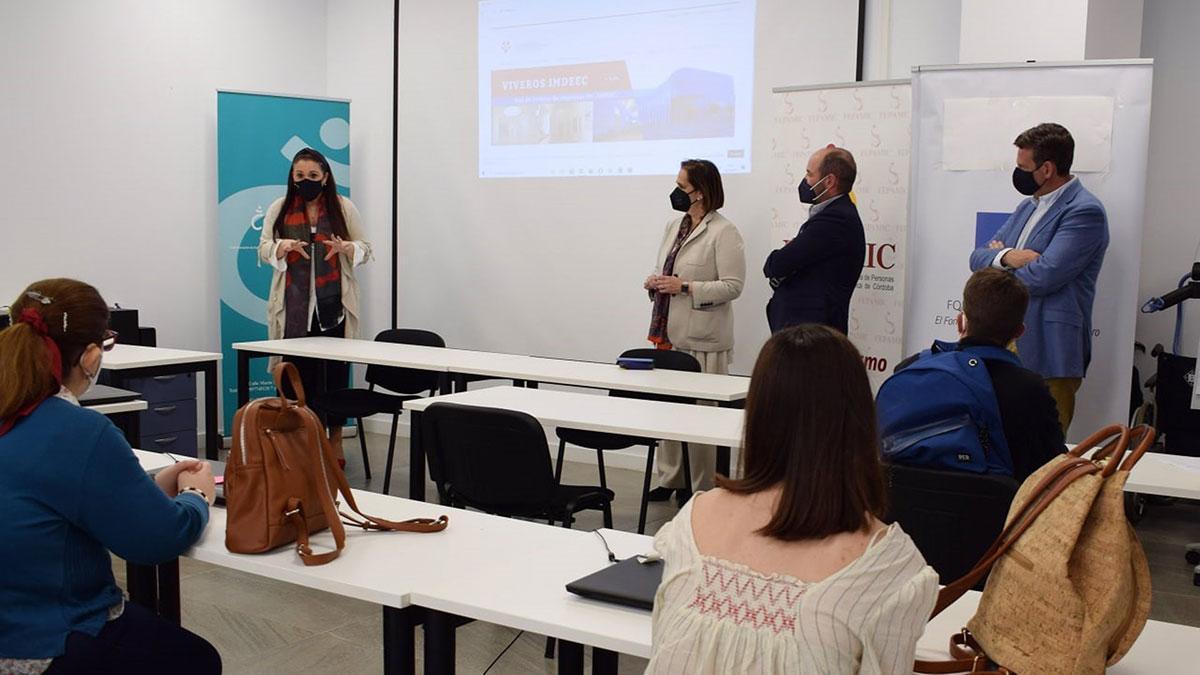 Representantes del Ayuntamiento y Fepamic en el curso.