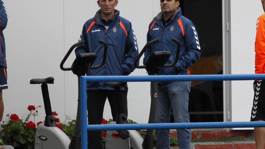 Juanito y Branko Milovanovic durante una sesión de trabajo físico de la primera plantilla amarilla.