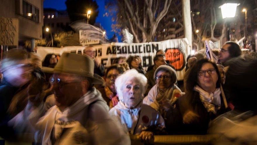 """Ana """"la abuela de las vías"""" y Joaquín Contreras"""