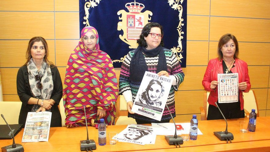 Aminetu Haidar durante su visita al Cabildo de Fuerteventura.