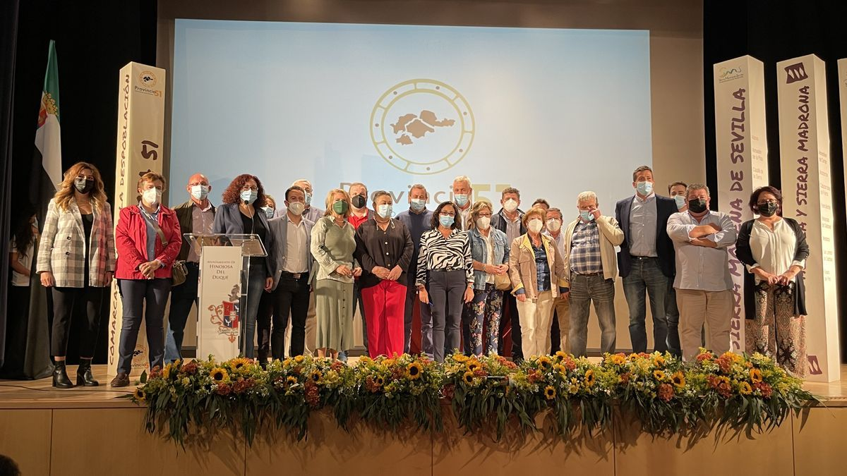 Alcaldes y presidentes de mancomunidades, en la asamblea constituyente de Hinojosa del Duque