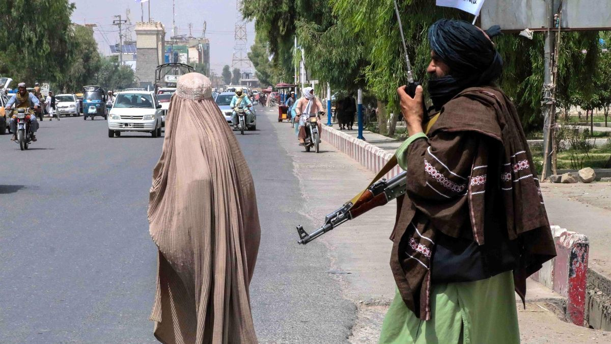 Grupos talibanes en Kandahar el 19 de agosto.