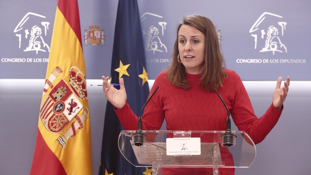 La diputada de la CUP en el Congreso, Mireia Vehí, interviene en una rueda de prensa