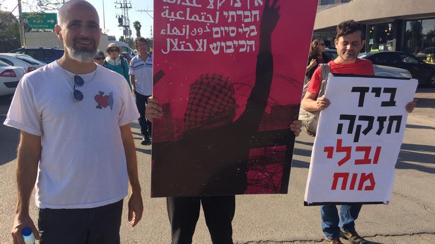 Manifestación de pacifistas israelíes en el kibbtutz Zikim cerca de la frontera con Gaza.