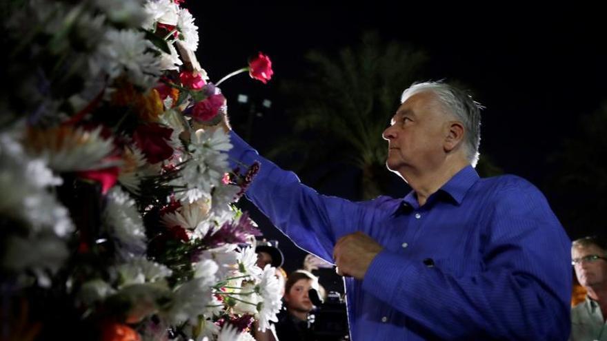 Gobernador de Nevada firma ley sobre antecedentes en venta de armas de fuego
