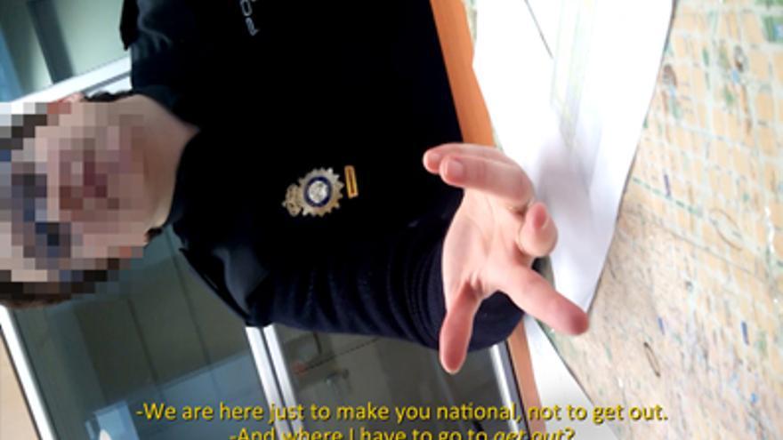 -Estamos aquí para nacionalizarte, no para lo contrario -¿Y dónde tengo que ir para eso?