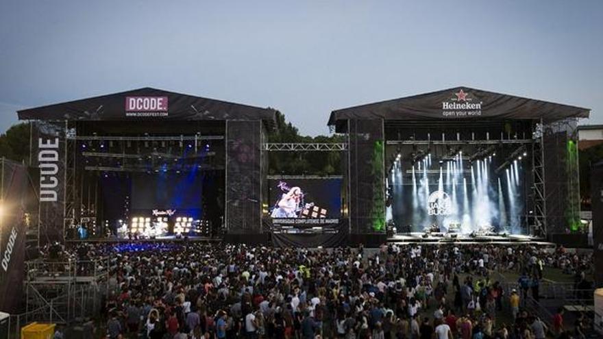 Los dos escenarios principales del festival de música madrileño Dcode 2014