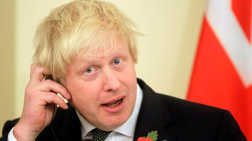 """Boris Johnson y Mike Pence conversan sobre la """"estrecha relación"""" bilateral"""