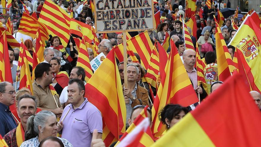 ===Quiero hacer un homenaje a...=== - Página 3 Miles-personas-Barcelona-catalanes-espanoles_EDIIMA20121012_0197_4