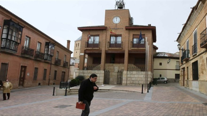 Sede del Ayuntamiento de Valderas, en la Plaza del Generalísimo. Foto: José A. Otero