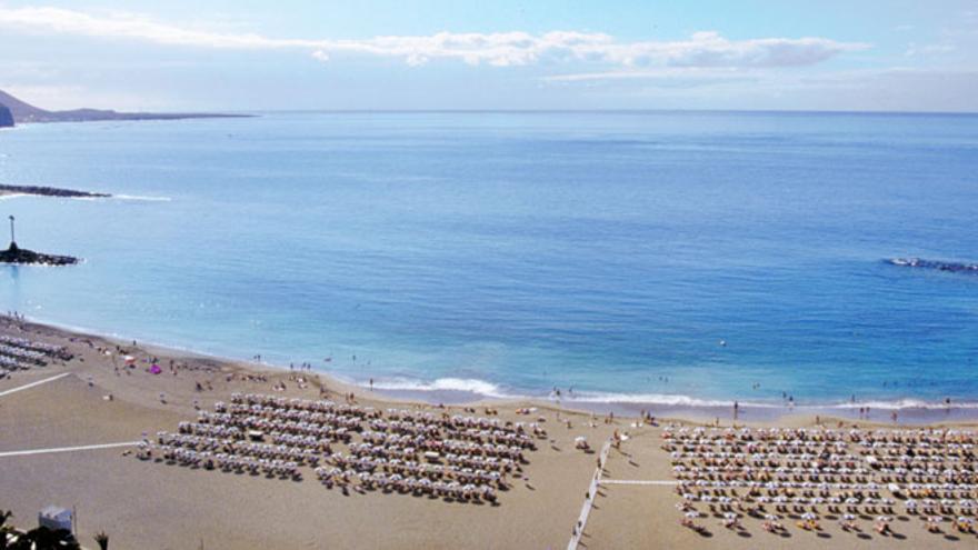 Vista panorámica de la playa de Las Vistas, en el municipio de Arona (Tenerife)