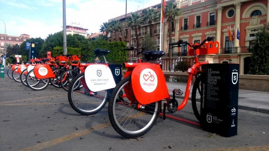 Aparcamiento de bicicletas públicas en préstamo del Ayuntamiento de Murcia