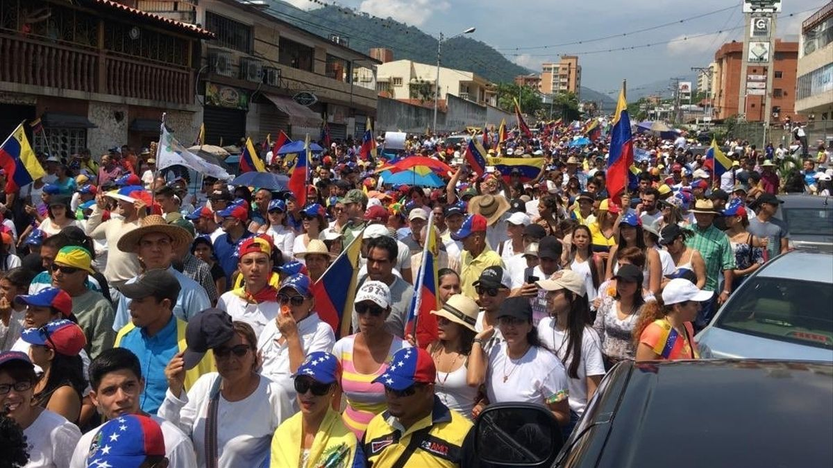 """Pese a que las fronteras de Venezuela están cerradas por la crisis sanitaria, """"entre 700 y 900 venezolanos huyen diariamente por caminos irregulares""""."""