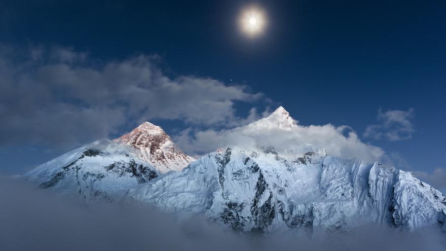 Una vista del Everest y el Nutse, en Nepal / Foto: Javier Camacho.