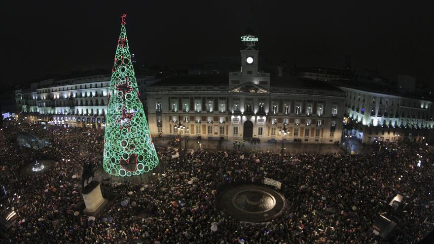 Miles de personas reciben 2013 con la esperanza de dejar atrás la crisis
