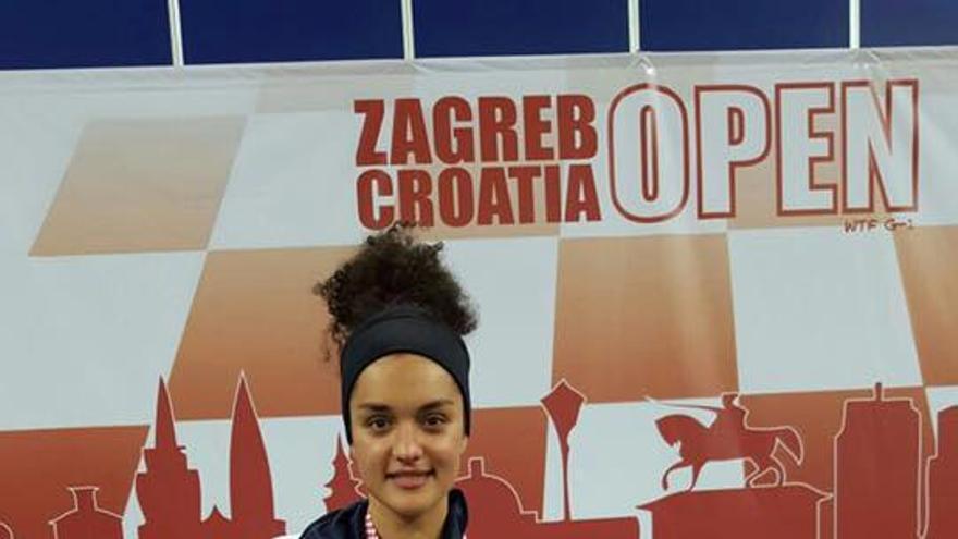 Rosanna Simón, tras recibir la medalla de Plata en el Open Internacional  de Taekwondo de Croacia. Foto: Facebook Ayuntamiento Los Llanos.