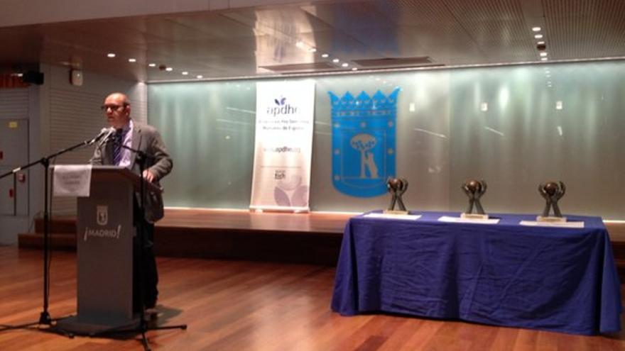 El presidente de la APDHE Jacinto Lara, en la apertura del acto de concesión de los premios, celebrado en el parque del Retiro de Madrid / APDHE