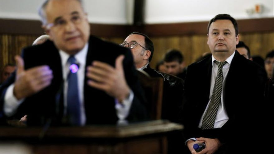 Rafael Blasco y Augusto César Tauroni, durante el juicio por el caso Cooperación. Con gafas, el exjefe de informática de la Conselleria de Sanitat, Marc Llinares.