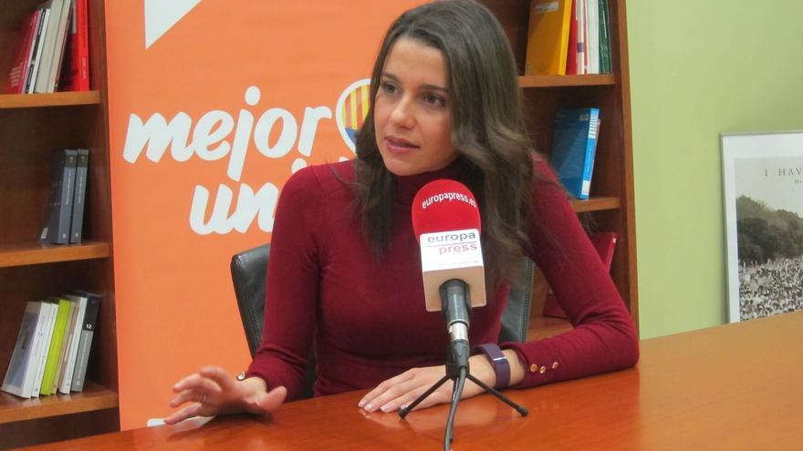 Arrimadas cree que no habrá reformas importantes en España si se excluye a los votantes del PP, de Podemos o del PSOE