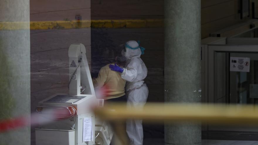 Andalucía roza los 7.000 contagios, 580 más en 24 horas, y suma 35 nuevos fallecidos hasta los 343