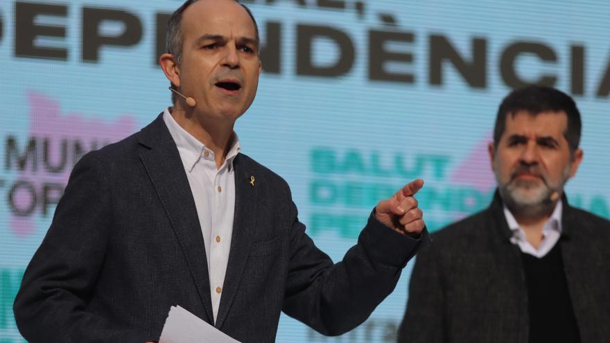 Archivo - El exconseller catalán Jordi Turull y el secretario general de JxCat, Jordi Sánchez, durante un acto electoral. Foto de archivo.