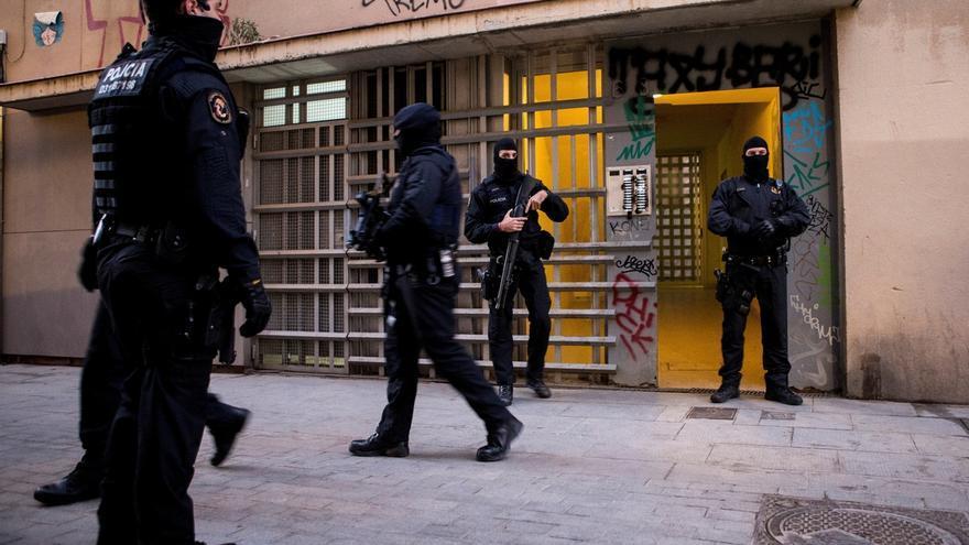 Los Mossos d'Esquadra durante una operación contra el terrorismo yihadista.