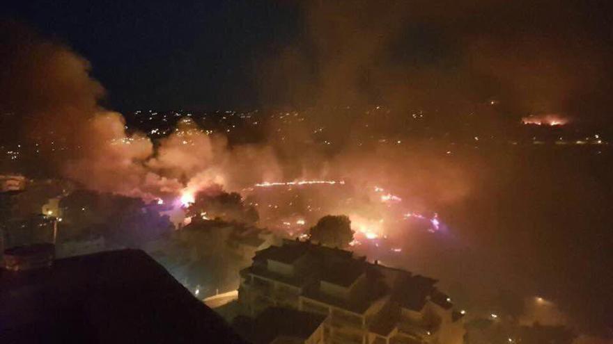 Las llamas amenazan a zonas habitadas en Xàbia