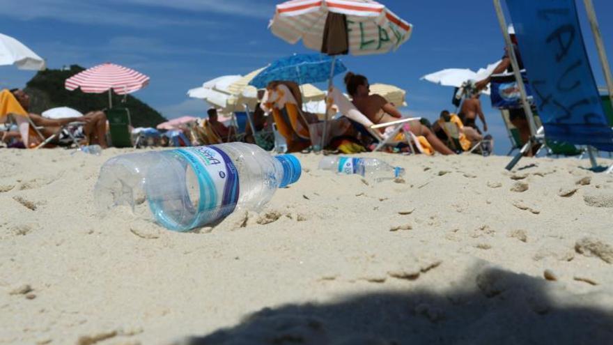 """Greenpeace se hace eco de la elección de """"microplástico"""" como palabra del año"""