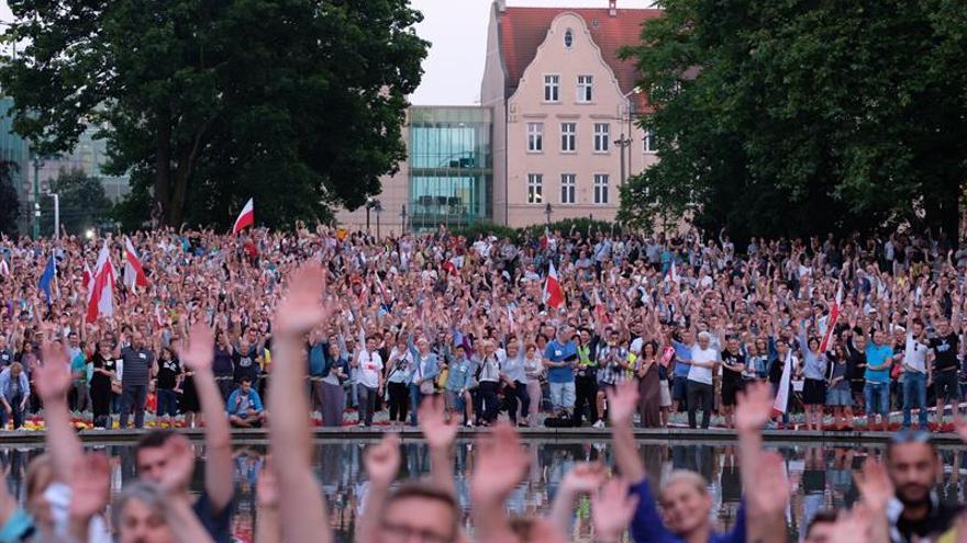 El senado polaco aprueba la polémica reforma judicial enfrentado a la calle y la UE
