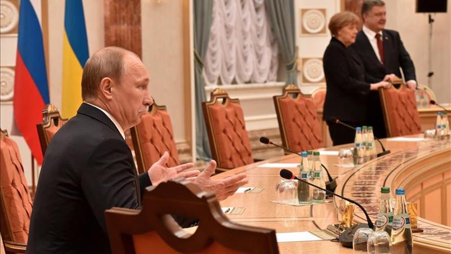 Merkel exige a Putin una investigación sobre el asesinato de Nemtsov