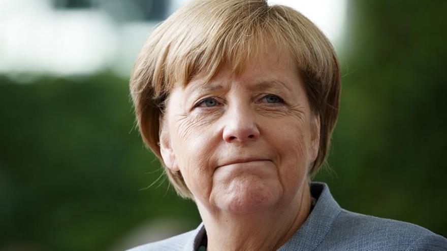 Una mujer de la limpieza pone en apuros a Merkel con su baja pensión