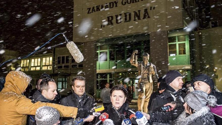Cuatro mineros muertos y cuatro atrapados tras el derrumbe en una mina polaca