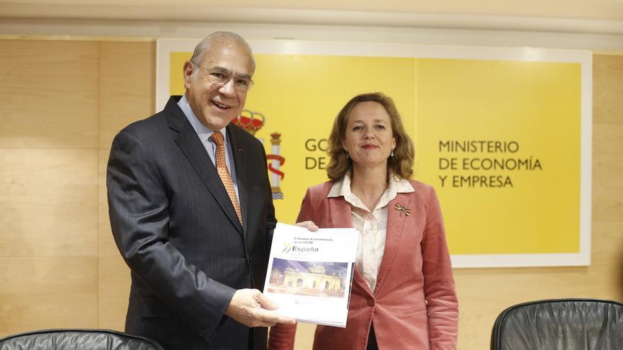 El secretario general de la OCDE, José Ángel Gurría, y la ministra de Economía y Empresa, Nadia Calviño.