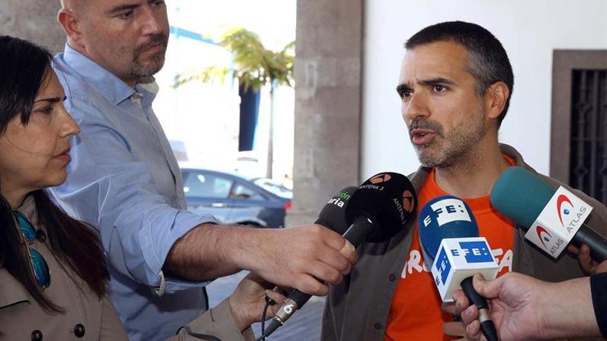 El responsable de campaña de Greenpeace en Canarias Julio Barea. EFE/Elvira Urquijo