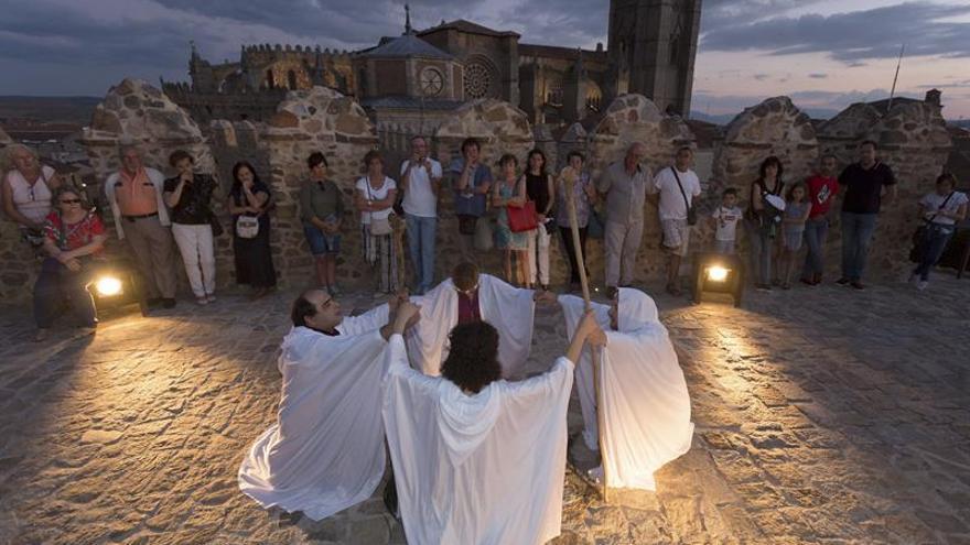 El adarve de la muralla de Ávila se transforma en escenario teatral