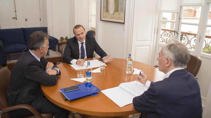 Reunión entre Ángel Víctor Torres y Augusto Hidalgo (ACFI PRESS)